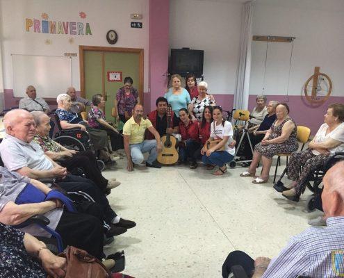 Residencia Virgen de Alharilla_Taller músico terapia 1.jpg